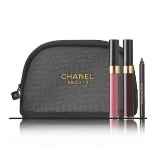 CHANEL Accents - CHANEL XL Book + Cosmetic Bag Set